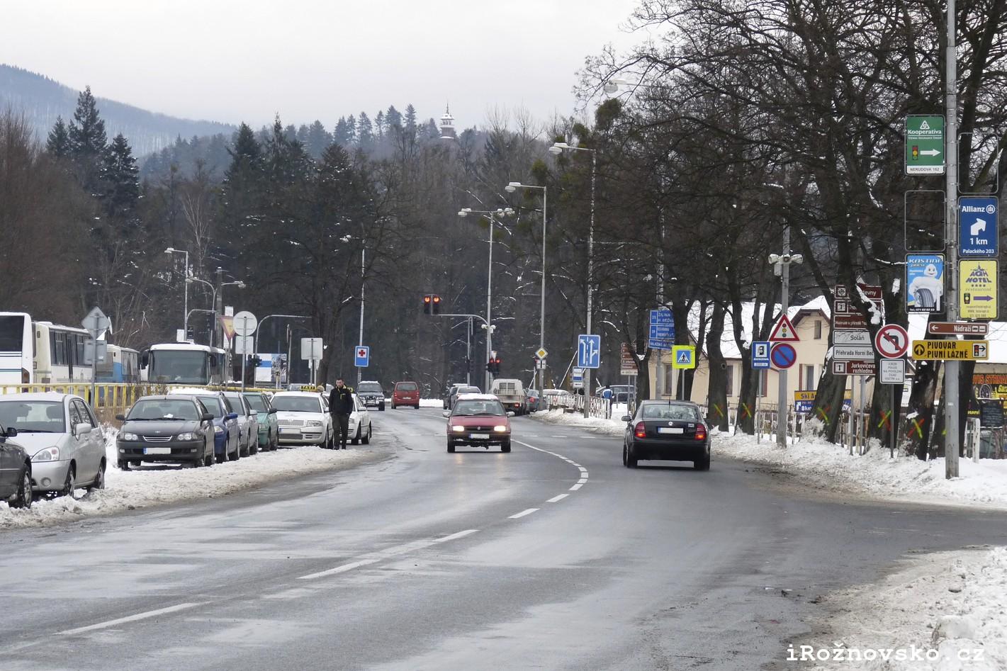 Rekonstrukce hlavního silničního tahu přes Rožnov začne v dubnu
