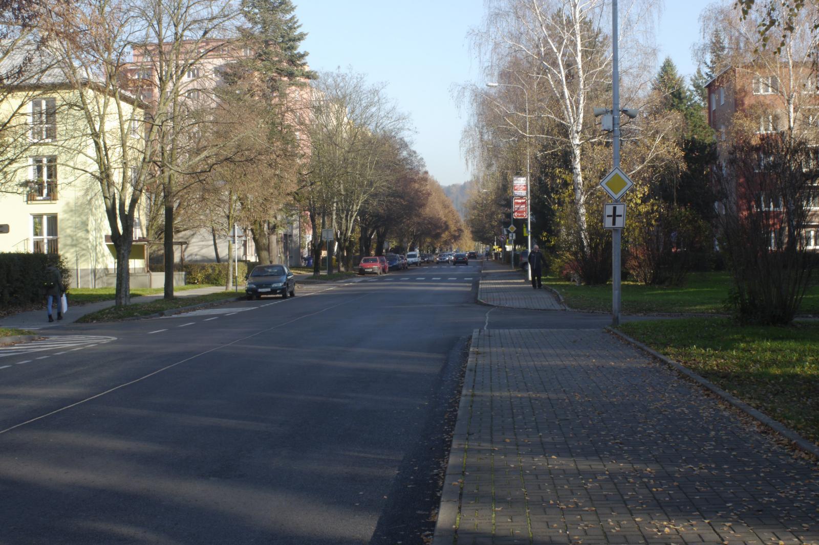 Ulice 1. Máje a Svazarmovská se zbrusu novým povrchem