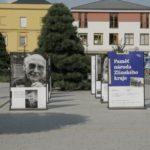 FOTO: Dvě výstavy připomínají příběhy bezpráví
