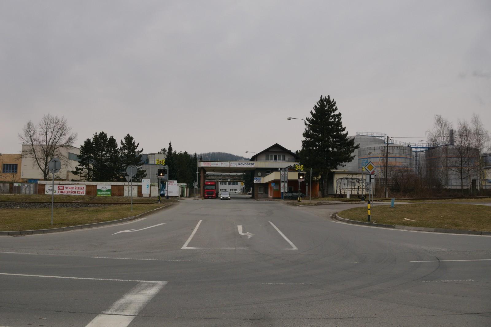 iRožnovsko.cz - křižovatka u Tesly - Rožnov