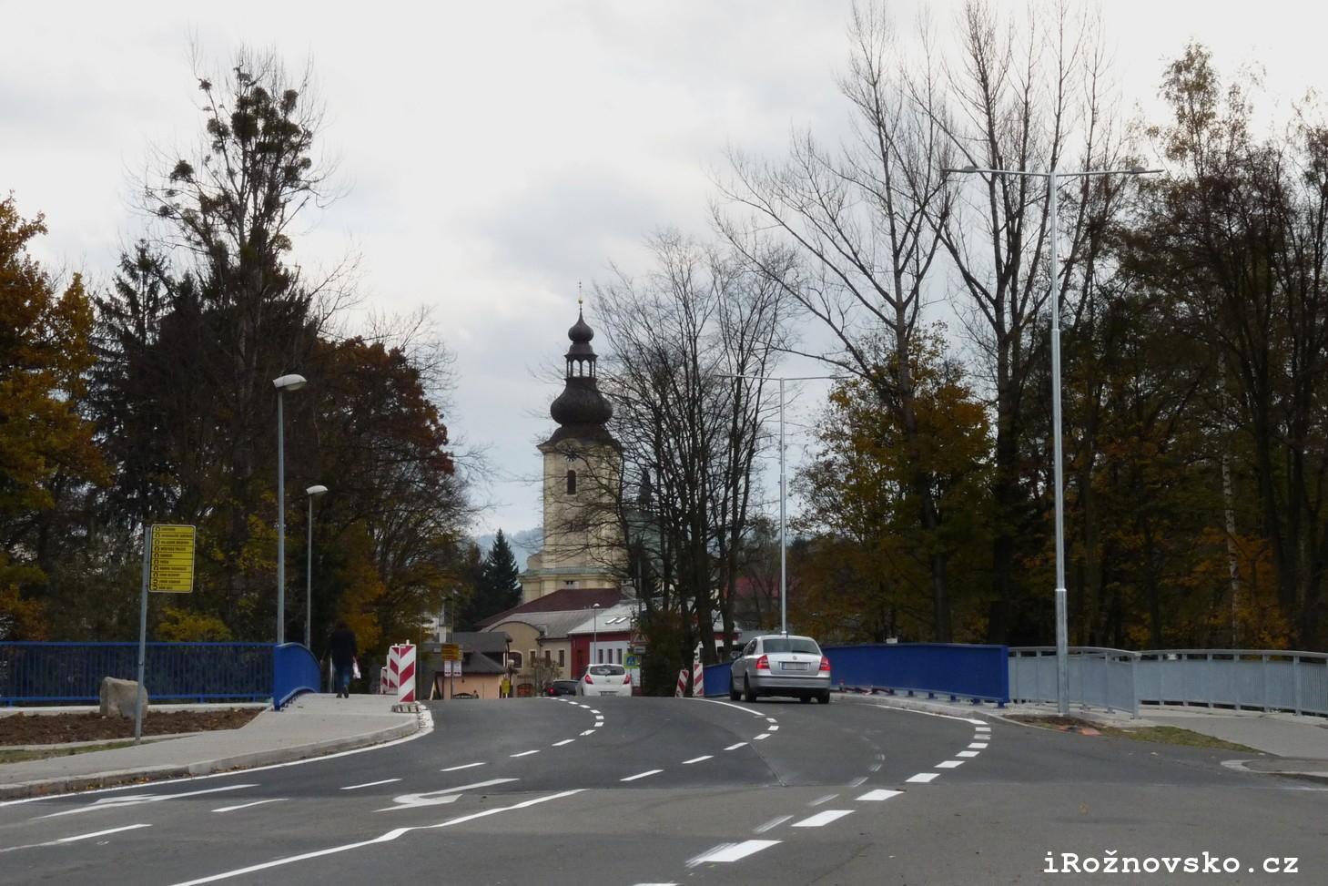 Nově zrekonstuovaný most do centra Rožnova je konečně v provozu